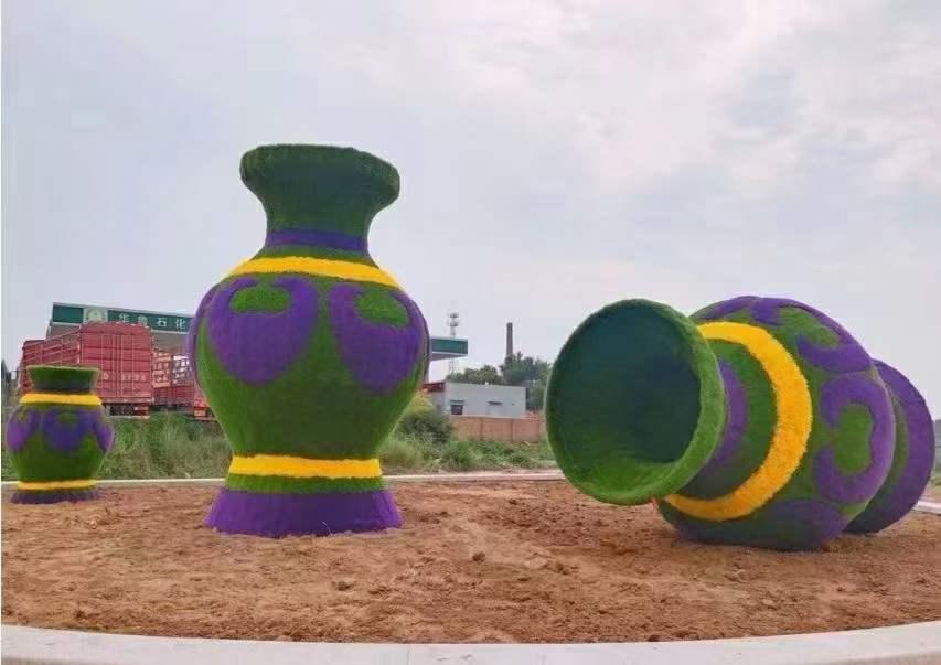 国庆节绿雕造型制作现场